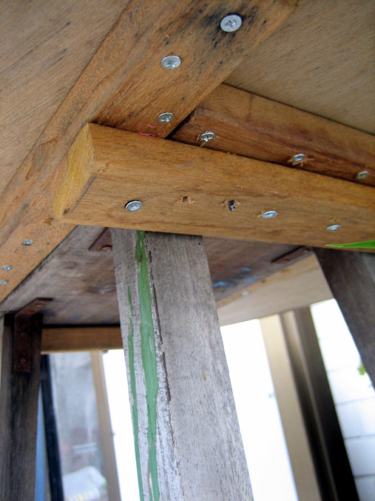 Close-up of the stool attachment. The stool wasn't directly screwed into the table. This way, it can be removed and used a stool if need be.